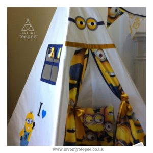 Childrens personalised minion teepee set