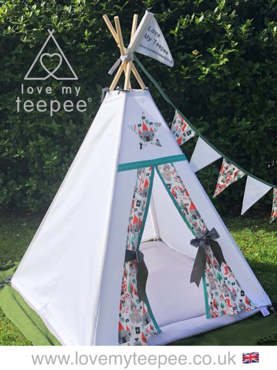 little knight white teepee, grey floor mat and bunting
